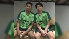 Indosport - Emir Eranoto (sebelah kanan) saat berkostum Persebaya Surabaya