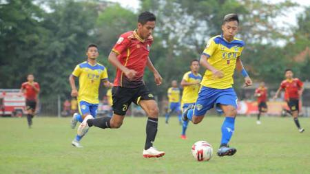 Pertandingan antara Persibat vs Cilegon United - INDOSPORT