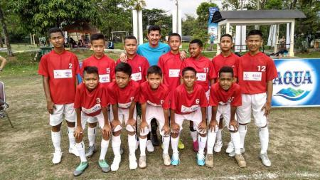 Ikram Andriki bersama skuat Timnas Indonesia U-12 UNTUK Danone Nations Cup U-12. - INDOSPORT