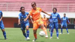 Indosport - Laga pertandingan Persija Jakarta Putri versus Persib Bandung Putri.