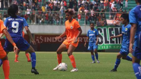 Laga pertandingan Persija Jakarta Putri versus Persib Bandung Putri. - INDOSPORT