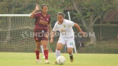 Indosport - Pertandingan PSM Makassar vs Persebaya di Liga 1 Putri 2019.