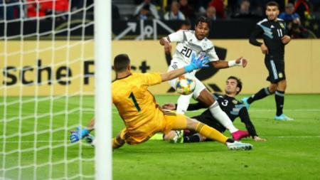 Serge Gnabry melewati catatan Miroslav Klose sebagai pemain tercepat yang mencetak 10 gol untuk Timnas Jerman. - INDOSPORT
