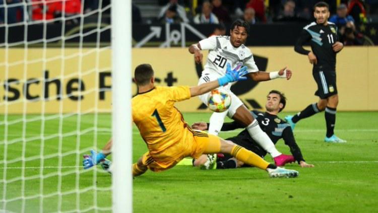 Proses terjadinya gol Serge Gnabry ke gawang lawan di pertandingan uji coba Jerman vs Argentina, Kamis (10/10/19) dini hari WIB. Copyright: www.dfb.de