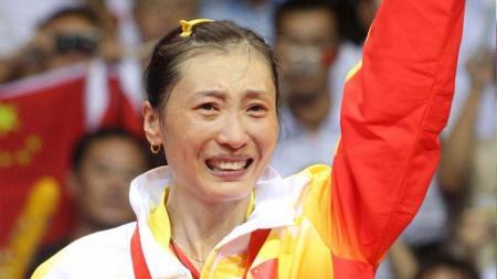 Eks pebulutangkis China, Zhang Ning, saat meraih medali emas Olimpiade Beijing 2008. - INDOSPORT