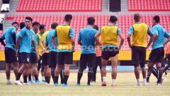 Indosport - Skuat Sriwijaya FC saat sedang latihan.