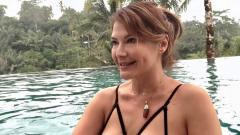 Indosport - Tengah asik lakukan renang, aktris cantik Indonesia, Tamara Bleszynski sukses mencuri perhatian. Siapa sangka ia lakukan olahraga ini kala berada di Bali.