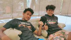 Indosport - Bagas Kaffa saat bersama kembarannya, Bagus Kahfi.