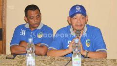 Indosport - Manajemen PSIM Yogyakarta resmi memperkenalkan Liestiadi Sinaga sebagai pelatih baru kepada awak media di Ayola Tasneem Convention Hotel, Yogyakarta, Kamis (10/10/19).
