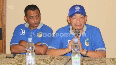 Manajemen PSIM Yogyakarta resmi memperkenalkan Liestiadi Sinaga sebagai pelatih baru kepada awak media di Ayola Tasneem Convention Hotel, Yogyakarta, Kamis (10/10/19). - INDOSPORT
