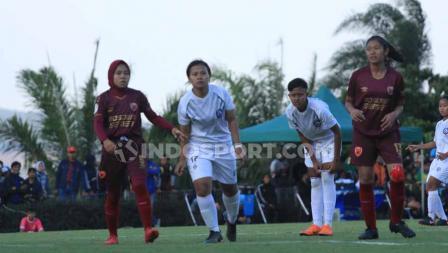 Laga pertandingan Arema FC Putri vs PSM Makassar Putri di Kompleks Agrowisata Kusuma Kota Batu.