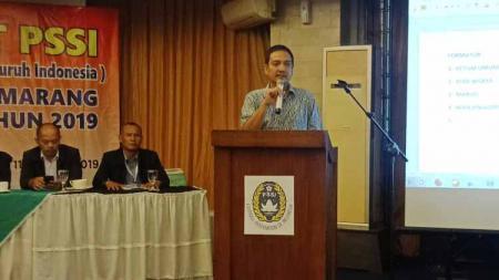 Yoyok Sukawi ketika memberi sambutan di acara Muskot PSSI Kota Semarang di Hotel Candi View, Jumat (11/10/19). - INDOSPORT