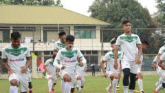Indosport - Situasi latihan PSMS Medan di Stadion Kebun Bunga usai laga kandang Liga 2 2019 menghadapi BaBel United kembali ditunda.