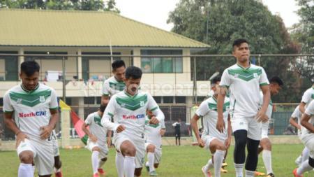 Situasi latihan PSMS Medan di Stadion Kebun Bunga usai laga kandang Liga 2 2019 menghadapi BaBel United kembali ditunda. - INDOSPORT
