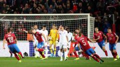 Indosport - Para pemain Republik Ceko usai cetak gol ke gawang Inggris.