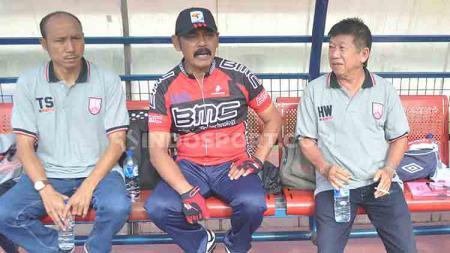 Walikota Solo, FX Hadi Rudyatmo (tengah) menolak diusulkan sebagai anggota Exco PSSI dan memilih tak mengembalikan formulir pendaftaran. - INDOSPORT