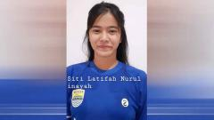 Indosport - Pemain Persib Putri, Siti Latifah Nurul melelang dua jersey miliknya.