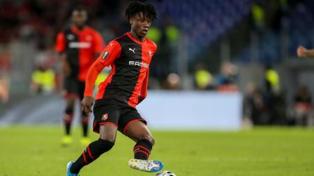 Klub sepak bola Liga Inggris, Manchester United dikabarkan siap untuk melepas Paul Pogba jika saja mereka bisa mendapatkan jasa gelandang Rennes, Eduardo Camavinga. - INDOSPORT