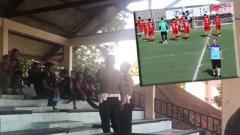 Indosport - Suporter Indonesia diusir saat menyaksikan sesi latihan Timnas Vietnam.