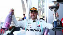 Indosport - Pembalap Formula 1 asal Finlandia, Valtteri Bottas menjuarai balapan Grand Prix F1 Jepang di Sirkuit Suzuka, Minggu (13/10/19).