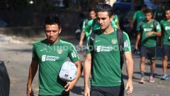 Indosport - Timnas Indonesia menggelar latihan perdana di Lapangan Trisakti Legian, Badung, Minggu sore (13/10/19), sudah hadir bek Persebaya, Otavio Dutra.