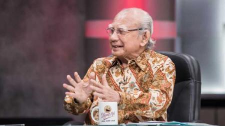 Ahli ekonomi, cendekiawan, dan pengajar, Prof. Dr. Emil Salim. - INDOSPORT