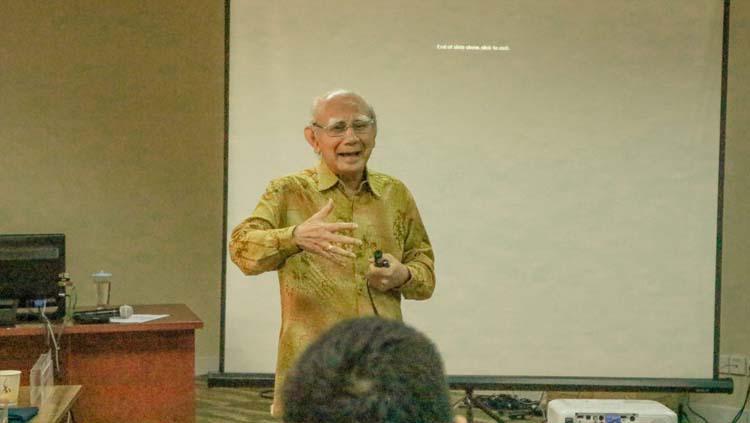Ahli ekonomi, cendekiawan, dan pengajar, Prof. Dr. Emil Salim. Copyright: SBM ITB