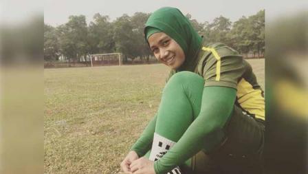 Riri Junian Nella dalam sesi latihan bersama TIRA-Persikabo Liga 1 putri