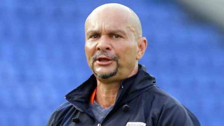 Persib Bandung resmi mendatangkan pelatih kiper asal Brasil bernama Luizinho Passos. - INDOSPORT