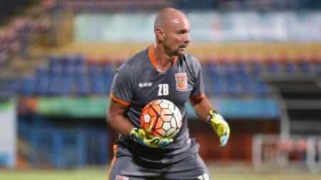 Pelatih kiper asal Brasil, Luizinho Passos, resmi meninggalkan Borneo FC menjelang Liga 1 2020. - INDOSPORT
