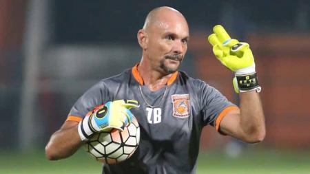 Mantan pelatih kiper Borneo FC yang kini bersama Persib, Luizinho Passos. - INDOSPORT