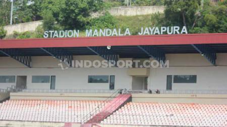Stadion Mandala tengah menjalani masa renovasi menjelang perhelatan PON XX tahun 2020 mendatang. - INDOSPORT