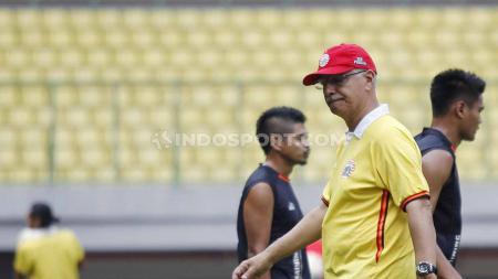 Sebelum gabung Borneo FC, pelatih asing asal Brasil, Edson Tavares dapat pesan Whatsapp misterius dari China. - INDOSPORT