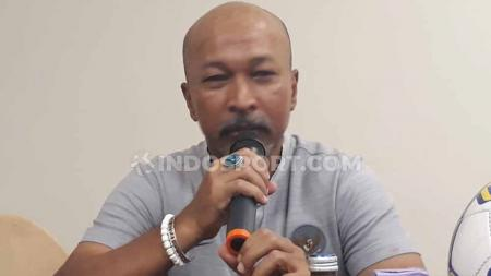 Mantan pelatih Timnas Indonesia U-19 Fakhri Husaini dilaporkan akan menangani tim sepak bola provinsi Aceh pada PON (pekan olahraga nasional) XX Papua 2021. - INDOSPORT