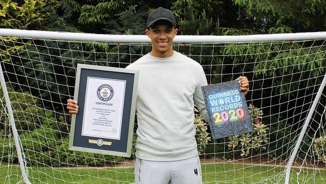 Pemain Liverpool Trent Alexander-Arnold masuk buku rekor. Copyright: guinnessworldrecords.com