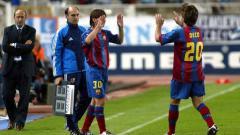 Indosport - Lionel Messi ketika masuk menggantikan Deco dalam debutnya di LaLiga Spanyol melawan Espanyol, Sabtu (16/10/2004).