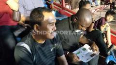 Indosport - Pelatih Persipura Jayapura, Jacksen Ferreira Tiago, menyaksikan langsung laga PSM Makassar vs Arema FC di Stadion Andi Mattalatta, Makassar.
