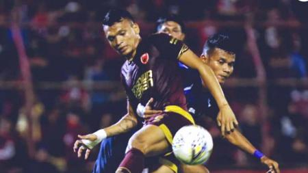 Darije Kalezic menyebut Ferdinand Sinaga sedang frustasi usai meledak di tengah pertandingan lanjutan Liga 1 2019 antara PSIS Semarang vs PSM Makassar, Rabu (27/11/19). - INDOSPORT