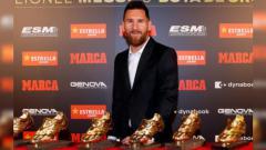 Indosport - Lionel Messi berpose bersama enam Sepatu Emas yang telah dimenangkan usai dipastikan menjadi pencetak gol terbanyak di kompetisi sepak bola Eropa musim 2018-2019.