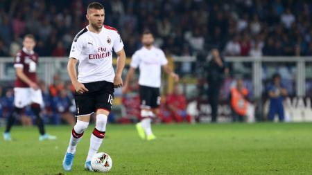 Striker baru AC Milan, Ante Rebic disebut merugi setelah bergabung dengan klub Serie A Italia tersebut. - INDOSPORT