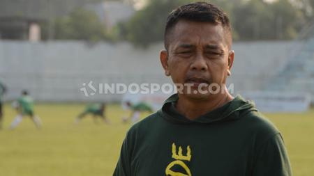 Aturan baru di Liga 2 2020 yang dikeluarkan PT Liga Indonesia Baru, pelatih Jafri Sastra melirik peluang Mitra Kukar promosi ke Liga 1. - INDOSPORT