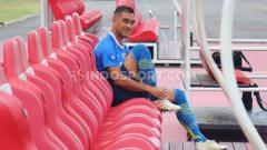 Indosport - Gelandang Persib Bandung, Omid Nazari saat menjalani sesi uji lapangan di Stadion Kapten I Wayan Dipta, Gianyar, Kamis (17/10/19).