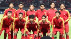 Indosport - Tiga pemain tampil mengesankan saat timnas Indonesia U-19 mengalahkan China 3-1 pada pertandingan uji coba di Stadion Gelora Bung Tomo, Kamis (17/10/19).
