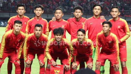 Starting XI Timnas Indonesia U-19 saat menghadapi China U-19 di Stadion Gelora Bung Tomo.