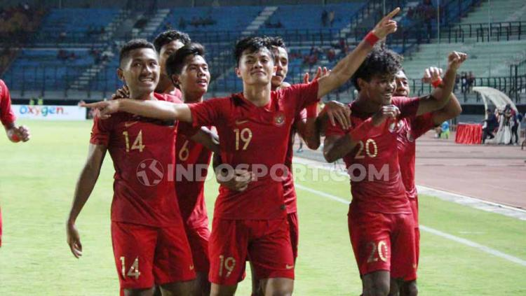 Selebrasi pemain Timnas Indonesia U-19 usai merayakan gol ke gawang China U-19 di Stadion Gelora Bung Tomo, Surabaya, Kamis (17/10/19). Copyright: Fitra Herdian/INDOSPORT