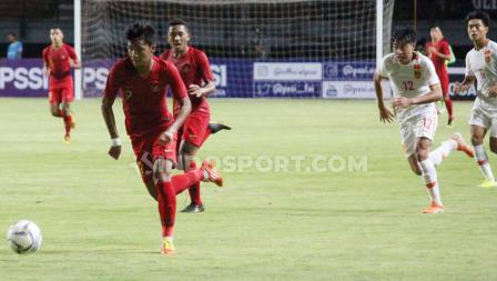 Pemain Timnas Indonesia U-19 bermain menekan sejak babak pertama dalam laga uji coba kontra China U-19.