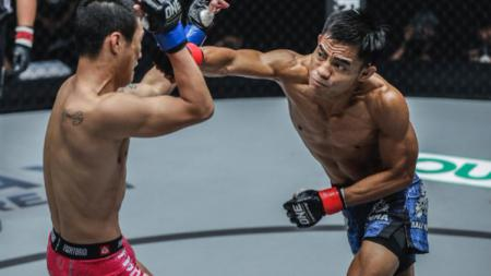 Stefer The Lion Rahardian saat menghadapi Peng Xue Wen di ONE: CONQUEST OF HEROES di Jakarta, pada 22 September 2018. - INDOSPORT
