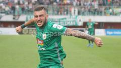 Indosport - Striker PSS Sleman asal Ukraina, Yevhen Bokhashvili, mengaku kagum dengan atmosfer yang dihadirkan para suporternya di stadion.