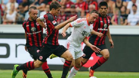 Stephan Schrock saat berseragam Eintracht Frankfurt. - INDOSPORT