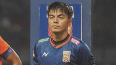 Indosport - Kiper Borneo FC Gianluca Pandeynuwu.